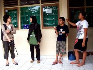 (ki-ka) relawan ICBC: Ika, Dian. Remaja Kepuh: Heri, Risna.